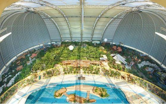 This picture is from http://news.asiantown.net/r/27110/Under-the-Dome--The-world--39-s-largest-indoor-Beach-middle-of-the-German-countryside .